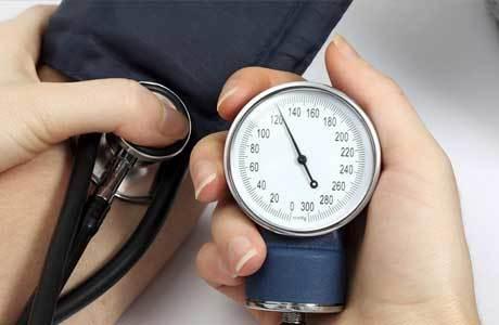 Норма давления по возрасту человека: особенности разделения верхней и нижней границы, возрастная шкала