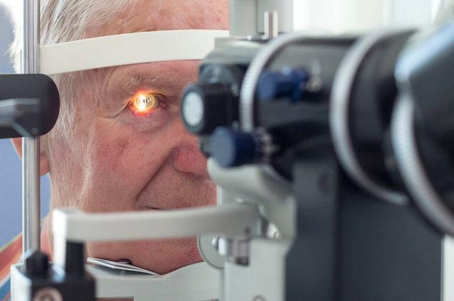 Мушки перед глазами: причины и лечение, почему появляются