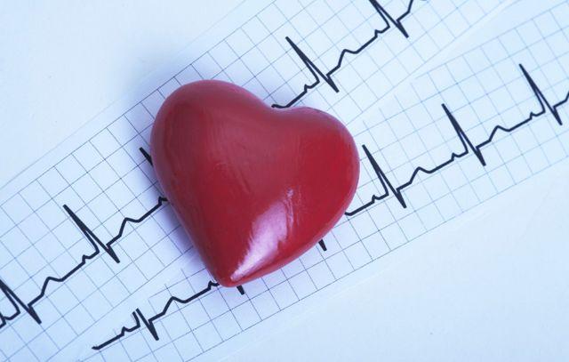Сколько ударов в минуту должно биться сердце в минуту у здорового человека: норма
