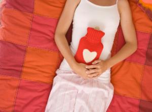 Кровянистые выделения после месячных: причины и лечение
