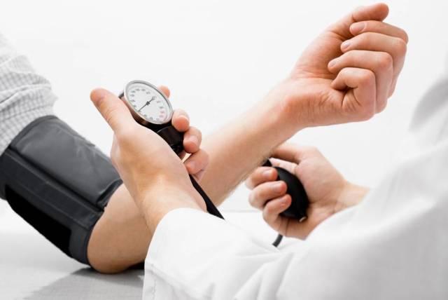 Низкое давление: признаки, причины и последствия, препараты для лечения гипотонии