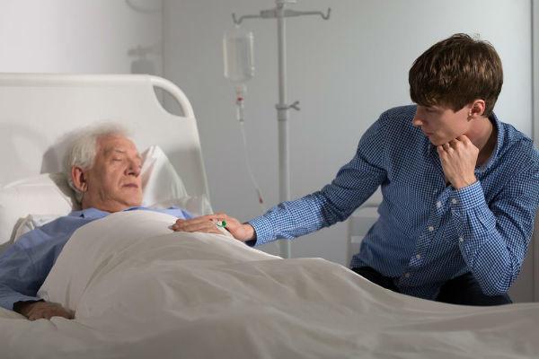 Гипергликемическая кома: основные признаки и симптомы, методы лечения, первая неотложная помощь