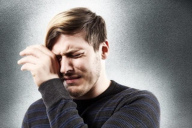Почему человек часто моргает и может ли это быть признаком заболевания