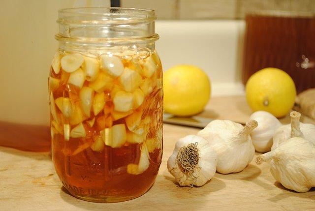 Моментальное очищение сосудов от тромбов и мусора с помощью лимона и чеснока