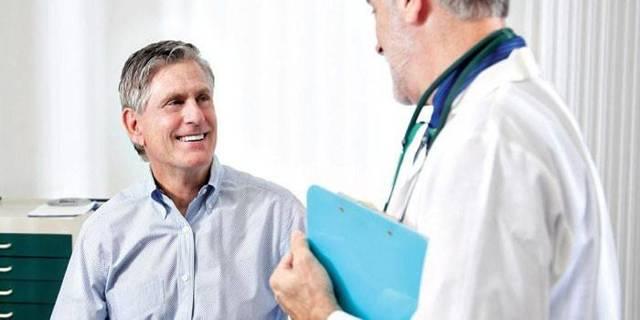 Кровь в кале у взрослых: причины появления алых и тёмных примесей в фекалиях у мужчин и женщин, лечение