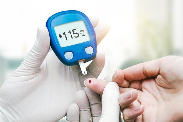 Гипогликемия: учимся определять снижение глюкозы в крови самостоятельно