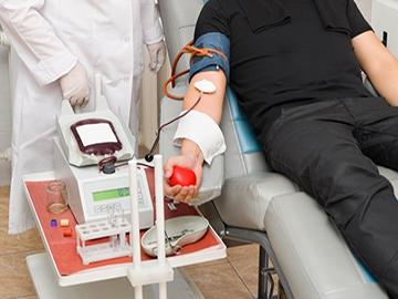 Переливание крови: в каких случаях проводится гемотрансфузия, заболевания, при которых процедура противопоказана