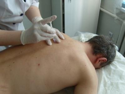Боль справа в груди: причины болевых ощущений в грудной клетке, симптомы