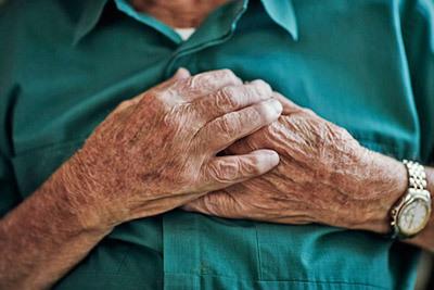Признаки инфаркта у мужчин: как распознать симптомы болезни, первая помощь и возможные последствия