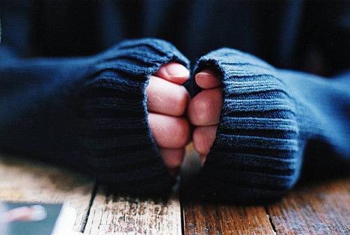 Холодные руки и ноги: причина, симптомы, что делать
