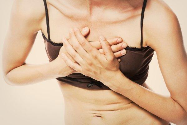 Давит в грудине посередине: причины, что это может значить, диагностика, лечение