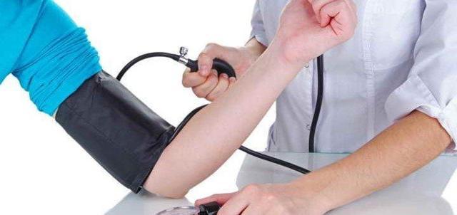 Гипертония 1 степени: причины, симптомы и лечение препаратами и народными средствами, профилактика, прогноз