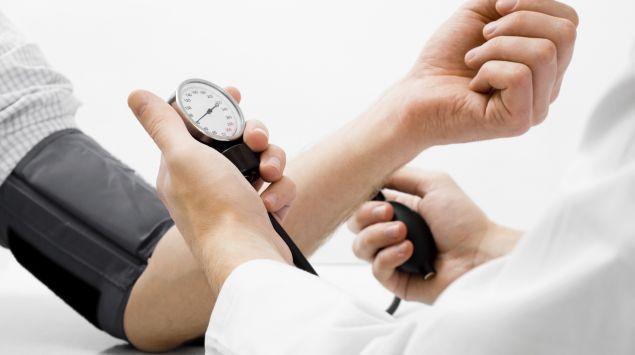 Как и чем сбить высокое давление в домашних условиях, быстро, таблетками и без таблеток