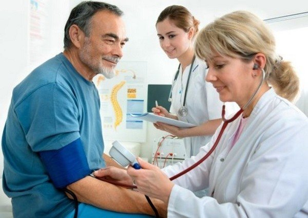 Обширный инфаркт миокарда: признаки, симптомы, последствия и реабилитация