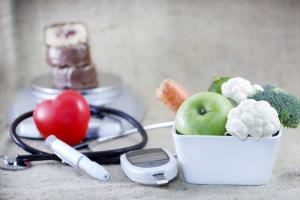 Первые признаки повышенного сахара в крови: симптомы и причины повышения глюкозы в организме
