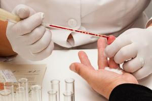 Повышенное СОЭ в крови: что это значит, причины и симптомы высокого значения СОЭ, что делать
