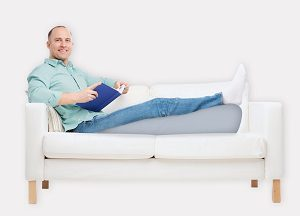Ортопедическая подушка для ног от варикоза и советы по ее выбору