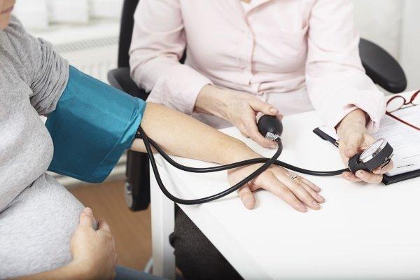Повышенное давление при беременности: причины, чем опасно, как снизить