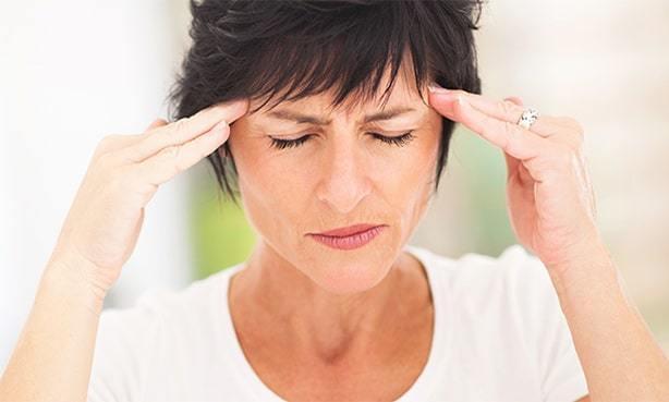 Давление: симптомы высокого и низкого АД, причины патологий, связанные болезни и их лечение