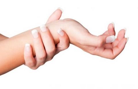 Онемение пальцев рук: причины и что делать